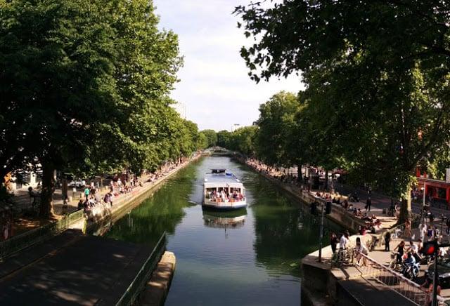 Passeio de barco pelo Canal Saint Martin em Paris