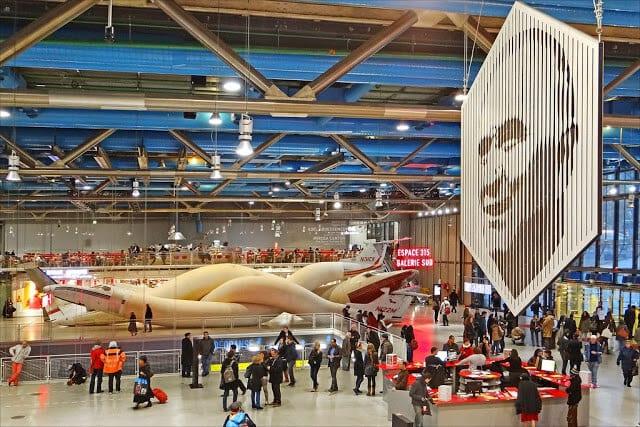 Interior do Museu Georges Pompidou em Paris