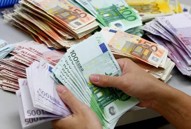 Como levar dinheiro para Paris e França