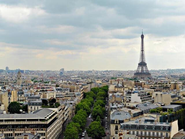 Vista do Arco do Triunfo em Paris