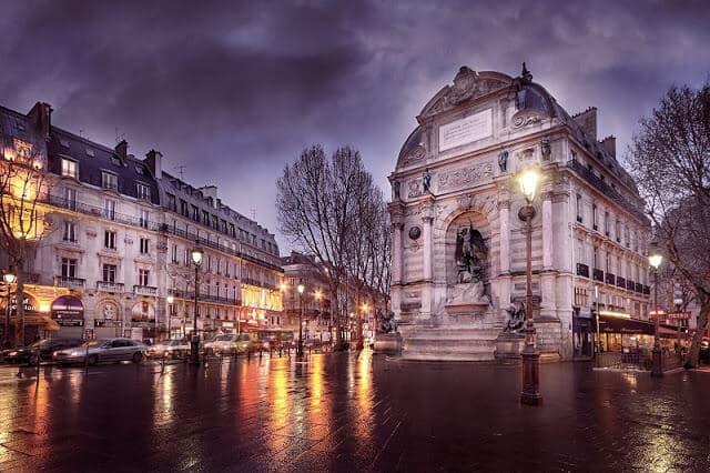 Place Saint Michel em Paris