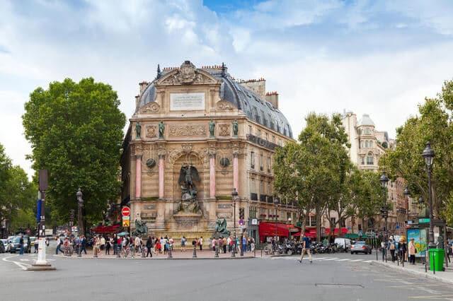 Vista da Place Saint Michel em Paris