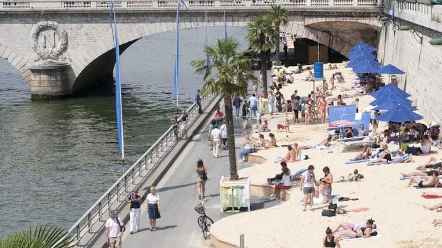 Praias perto de Paris em agosto