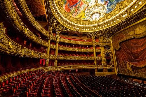Interior da Ópera Garnier em Paris