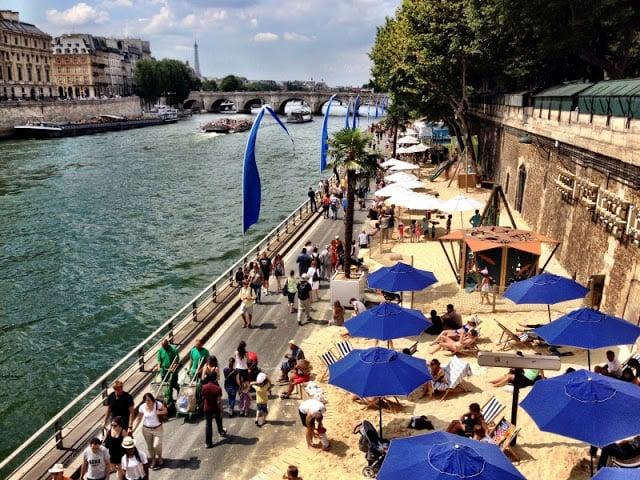 Praia no rio Sena em Paris