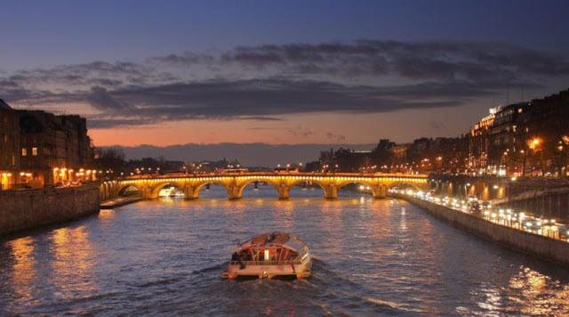 Rio Sena em Paris de noite