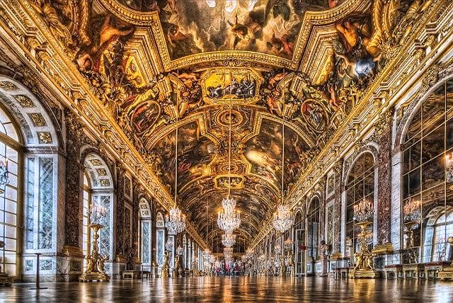 Teto da Galeria dos espelhos em Versalhes