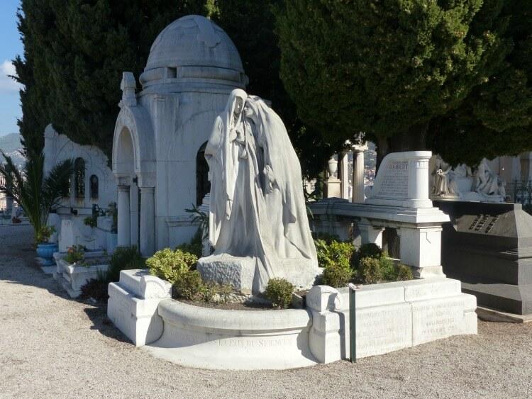 Interior do Cemitério Judaico em Nice
