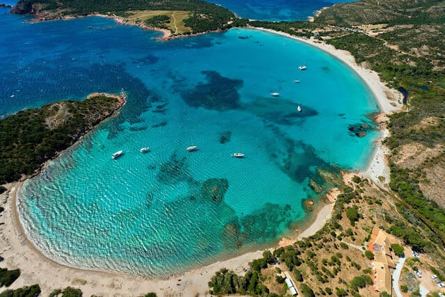 Vista aérea da Praia de Rondinara na França