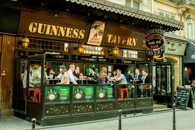 Cervejaria Guinness Tavern em Les Halles em Paris