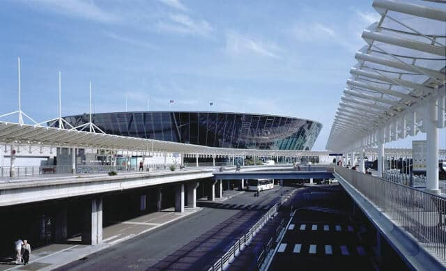 Transporte do aeroporto de Nice até o centro turístico
