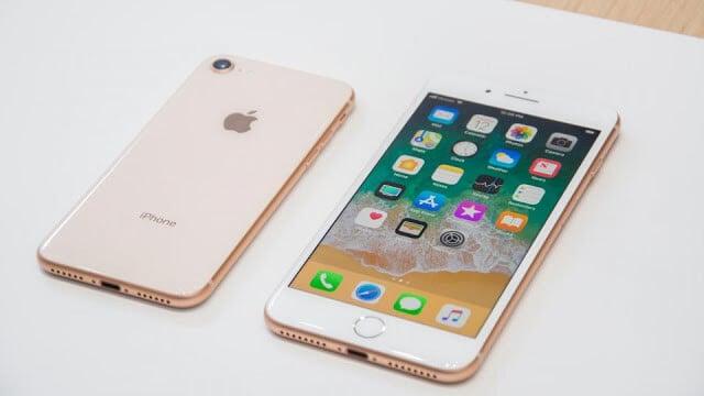 Modelos iPhone 8 e 8 Plus em Paris