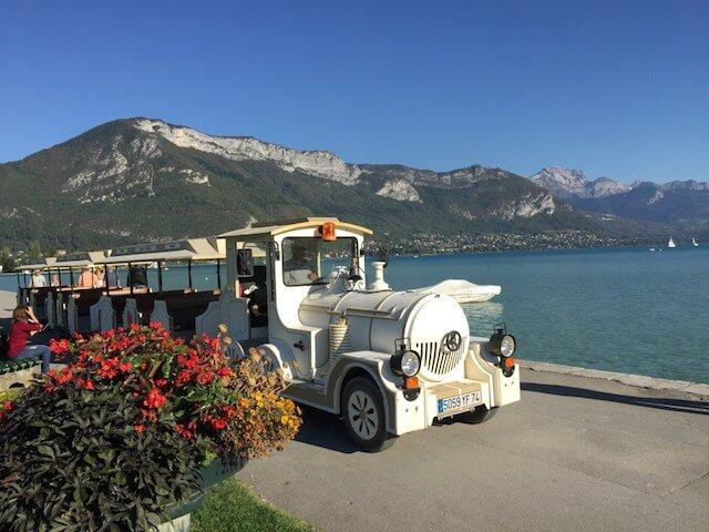 Trem turístico em Annecy