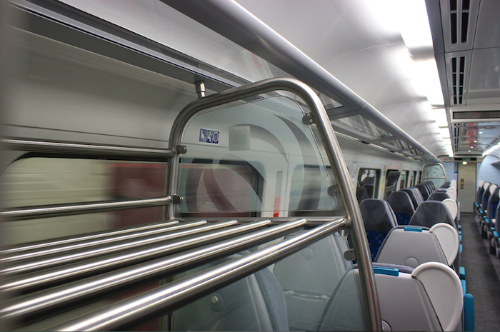 Lugar para malas no trem
