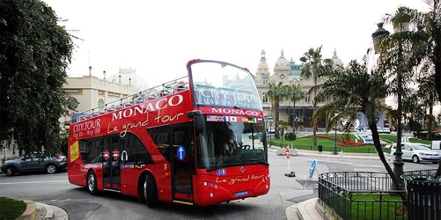 Ônibus turístico em Mônaco