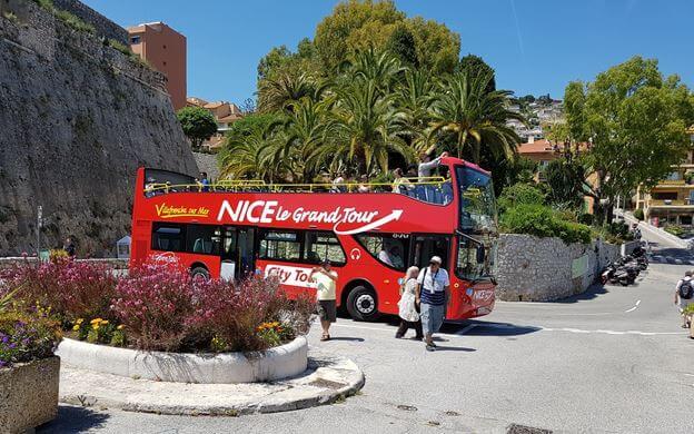 Ônibus turístico em Nice