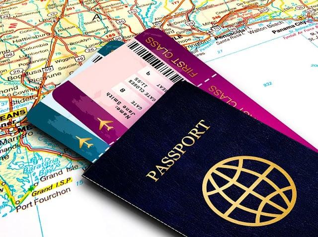 Passaporte e bilhetes