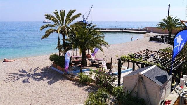 Praia de Larvotto em Mônaco